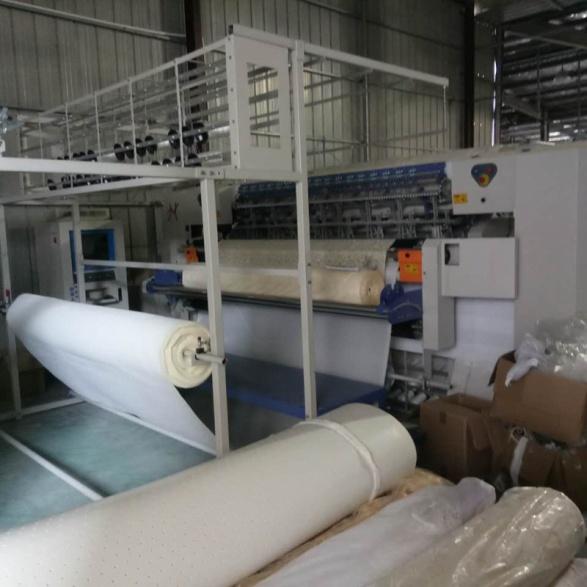 絎縫機生產中
